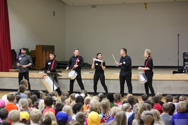 music-in-the-mountains-goes-to-school-assemblies